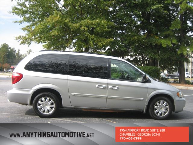 2007 Chrysler Town & Country Touring Chamblee, Georgia 5
