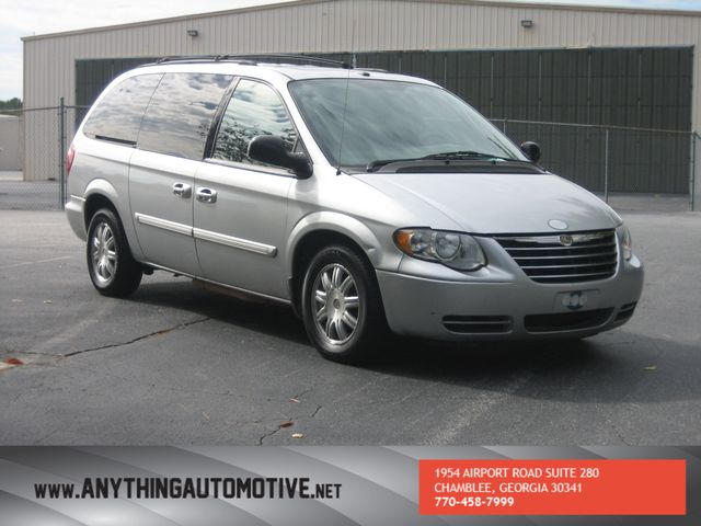 2007 Chrysler Town & Country Touring Chamblee, Georgia 6
