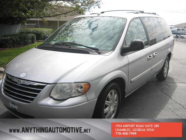 2007 Chrysler Town & Country Touring Chamblee, Georgia 9