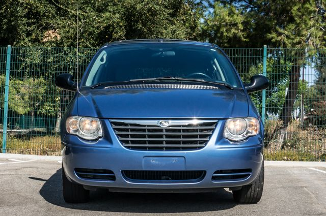 2007 Chrysler Town & Country Touring - AUTO - 99K MILES - ALLOY WHLS Reseda, CA 42
