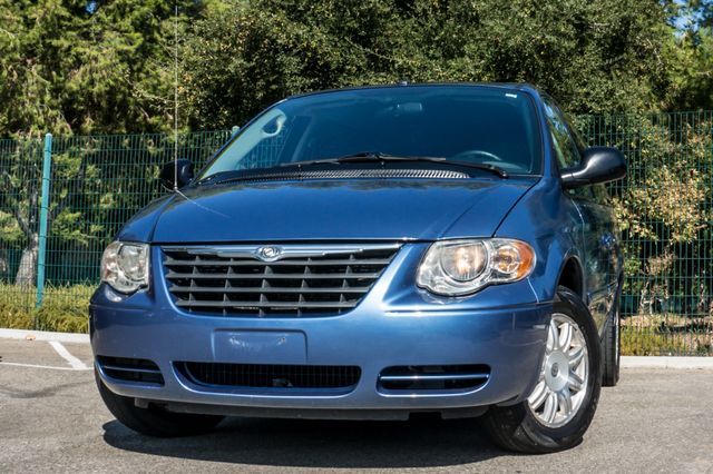 2007 Chrysler Town & Country Touring - AUTO - 99K MILES - ALLOY WHLS Reseda, CA 2