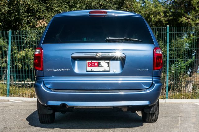 2007 Chrysler Town & Country Touring - AUTO - 99K MILES - ALLOY WHLS Reseda, CA 7