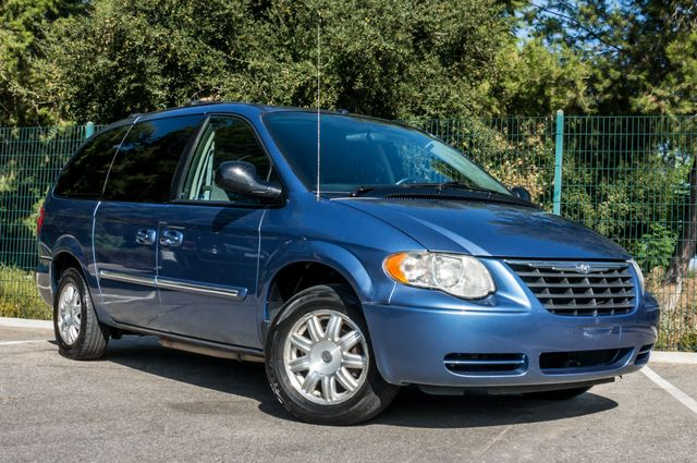 2007 Chrysler Town & Country Touring - AUTO - 99K MILES - ALLOY WHLS Reseda, CA 3
