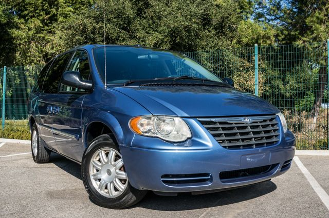 2007 Chrysler Town & Country Touring - AUTO - 99K MILES - ALLOY WHLS Reseda, CA 44