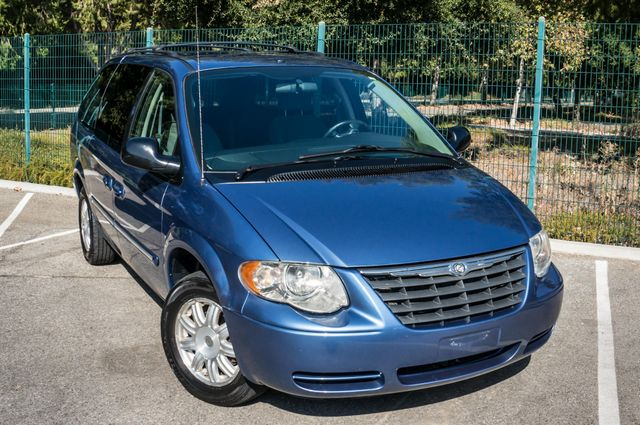 2007 Chrysler Town & Country Touring - AUTO - 99K MILES - ALLOY WHLS Reseda, CA 43