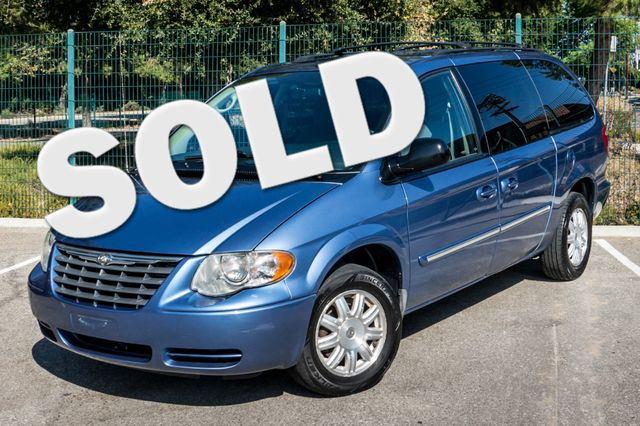 2007 Chrysler Town & Country Touring - AUTO - 99K MILES - ALLOY WHLS Reseda, CA 0