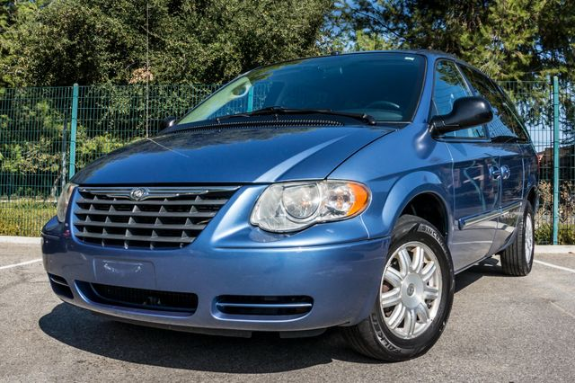 2007 Chrysler Town & Country Touring - AUTO - 99K MILES - ALLOY WHLS Reseda, CA 12