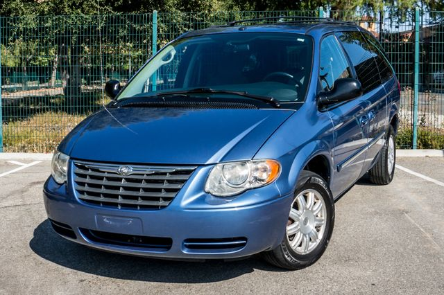 2007 Chrysler Town & Country Touring - AUTO - 99K MILES - ALLOY WHLS Reseda, CA 41