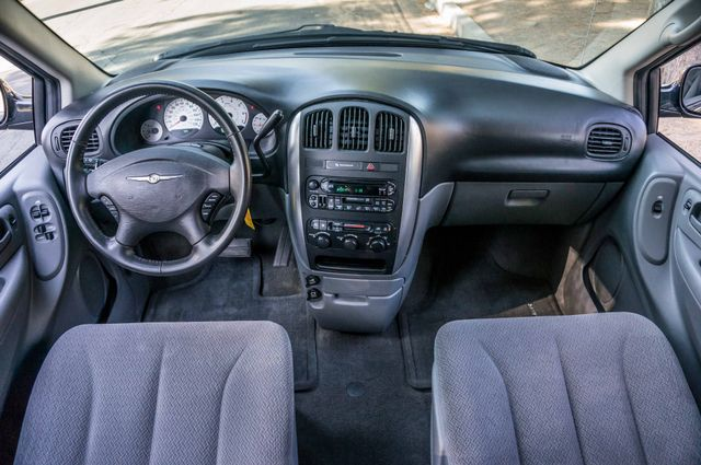 2007 Chrysler Town & Country Touring - AUTO - 99K MILES - ALLOY WHLS Reseda, CA 18
