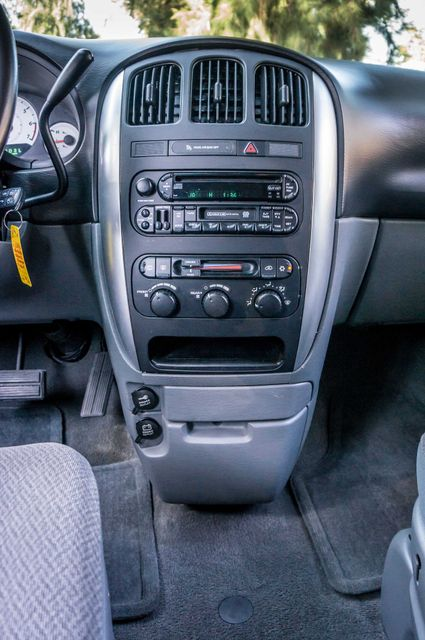 2007 Chrysler Town & Country Touring - AUTO - 99K MILES - ALLOY WHLS Reseda, CA 23