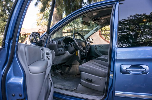 2007 Chrysler Town & Country Touring - AUTO - 99K MILES - ALLOY WHLS Reseda, CA 13