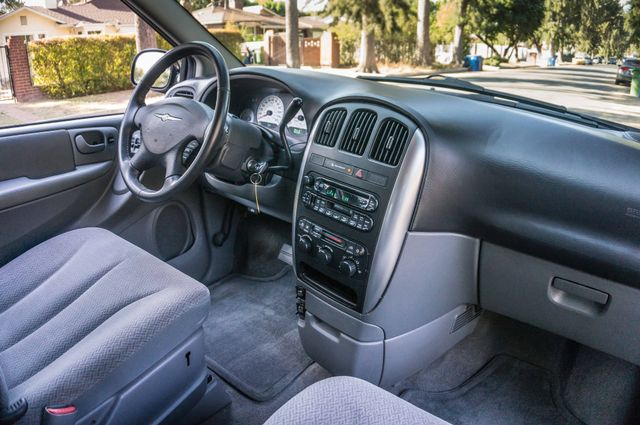 2007 Chrysler Town & Country Touring - AUTO - 99K MILES - ALLOY WHLS Reseda, CA 34