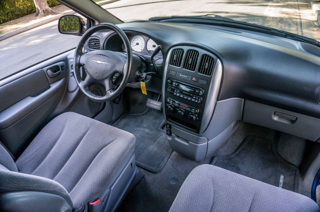2007 Chrysler Town & Country Touring - AUTO - 99K MILES - ALLOY WHLS Reseda, CA 35