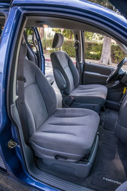 2007 Chrysler Town & Country Touring - AUTO - 99K MILES - ALLOY WHLS Reseda, CA 30