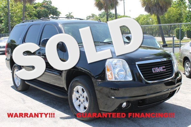 2007 GMC Yukon SLT  WARRANTY 1OWNER FLORIDA VEHICLE  This 2007 GMC Yukon SLT is perfect f