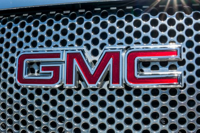 2007 GMC Yukon XL Denali  AWD - 145K MILES - NAVI - DVD - 3RD ROW Reseda, CA 55