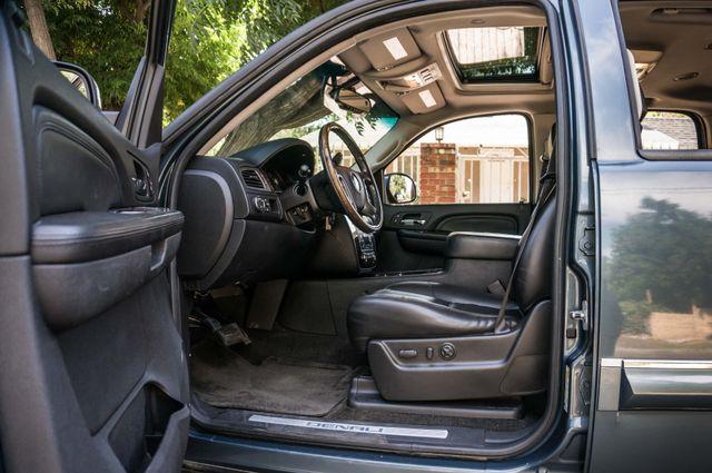 2007 GMC Yukon XL Denali  AWD - 145K MILES - NAVI - DVD - 3RD ROW Reseda, CA 37
