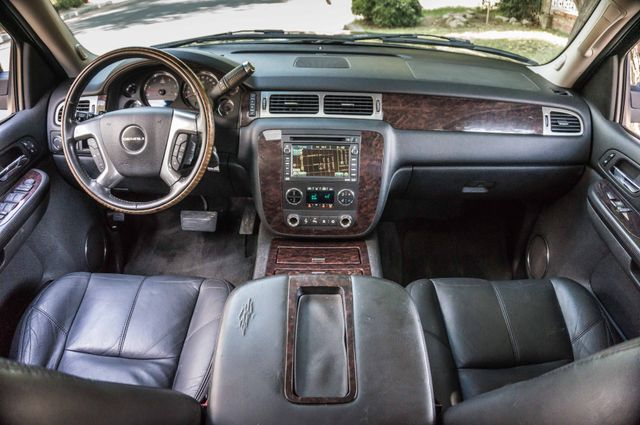 2007 GMC Yukon XL Denali  AWD - 145K MILES - NAVI - DVD - 3RD ROW Reseda, CA 17