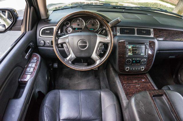 2007 GMC Yukon XL Denali  AWD - 145K MILES - NAVI - DVD - 3RD ROW Reseda, CA 18