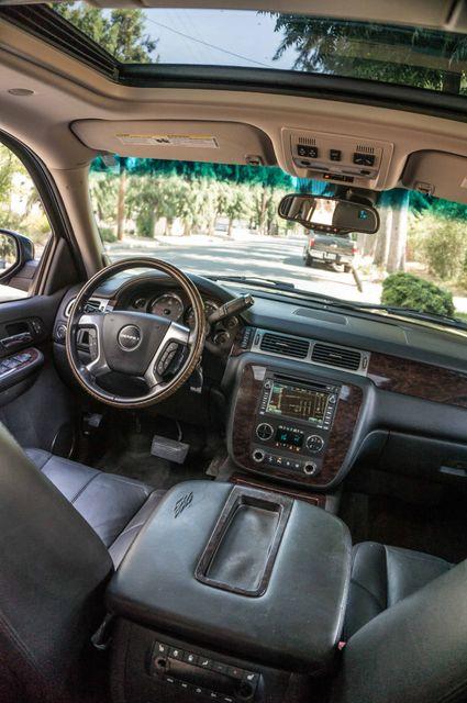 2007 GMC Yukon XL Denali  AWD - 145K MILES - NAVI - DVD - 3RD ROW Reseda, CA 38