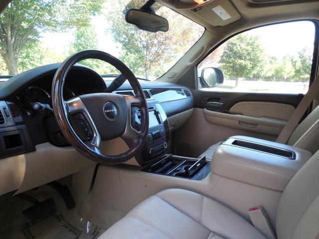 2007 GMC Yukon XL  Denali Leesburg, Virginia 9