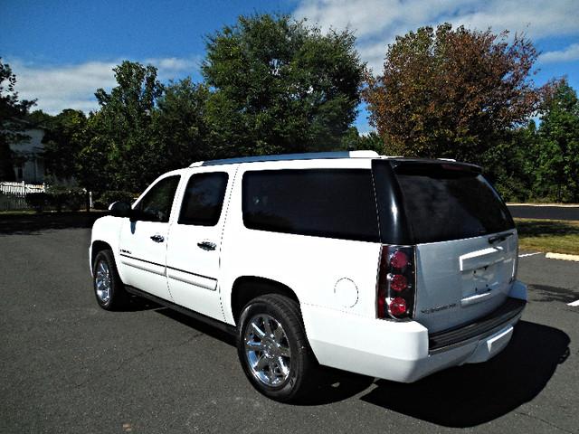2007 GMC Yukon XL  Denali Leesburg, Virginia 6
