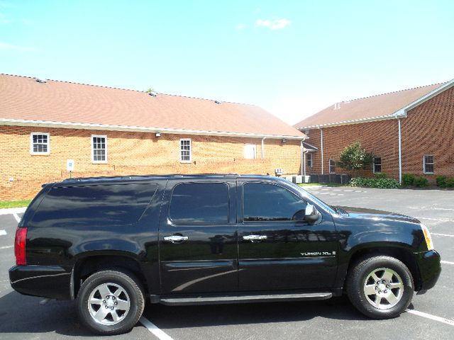 2007 GMC Yukon XL SLE Leesburg, Virginia 5