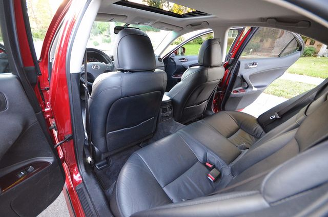2007 Lexus IS 350  AUTO - 95K MILES - PREMIUM PKG - XENON Reseda, CA 16