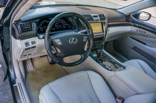 2007 Lexus LS 460 LWB - LUXURY PKG - NAVI - HTD/CLD STS - XENON Reseda, CA 14