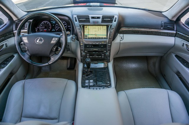 2007 Lexus LS 460 LWB - LUXURY PKG - NAVI - HTD/CLD STS - XENON Reseda, CA 18