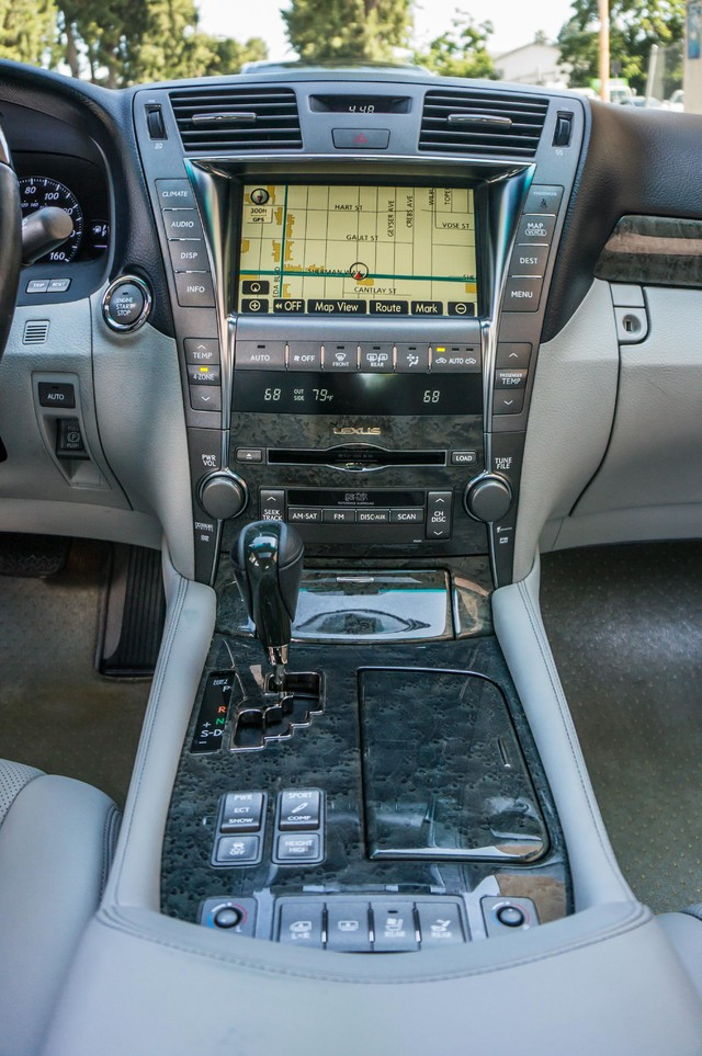 2007 Lexus LS 460 LWB - LUXURY PKG - NAVI - HTD/CLD STS - XENON Reseda, CA 26