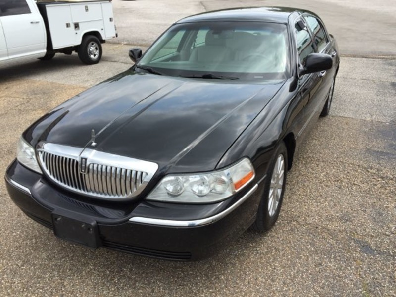 2007 Lincoln Town Car Signature in Gilmer TX