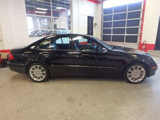 2007 Mercedes E350 4-Matic CLEAN, VALUE PRICED, GREAT LOOKS. Saint Louis Park, MN 1