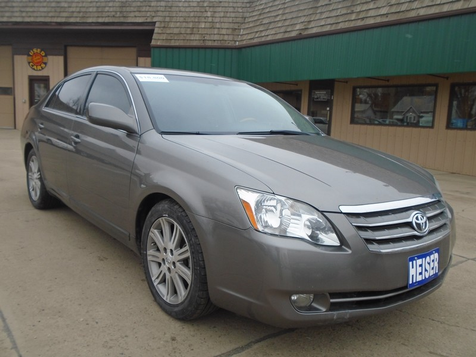2007 Toyota Avalon Limited in Dickinson, ND