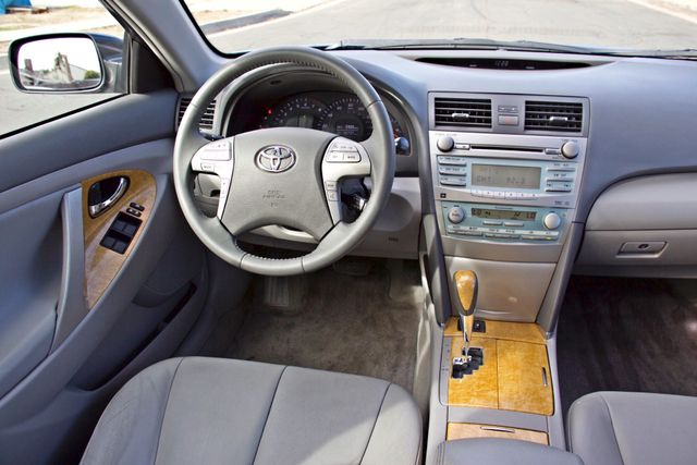 2007 Toyota CAMRY XLE LEATHER SUNROOF ALLOY WHLS NEW TIRES SERVICE RECORDS 1-OWNER Woodland Hills, CA 19