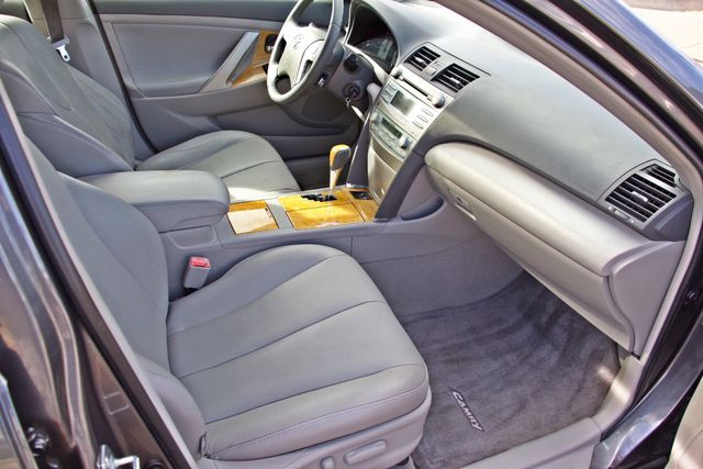 2007 Toyota CAMRY XLE LEATHER SUNROOF ALLOY WHLS NEW TIRES SERVICE RECORDS 1-OWNER Woodland Hills, CA 24
