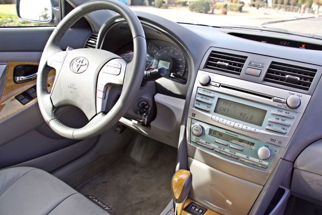 2007 Toyota CAMRY XLE LEATHER SUNROOF ALLOY WHLS NEW TIRES SERVICE RECORDS 1-OWNER Woodland Hills, CA 17