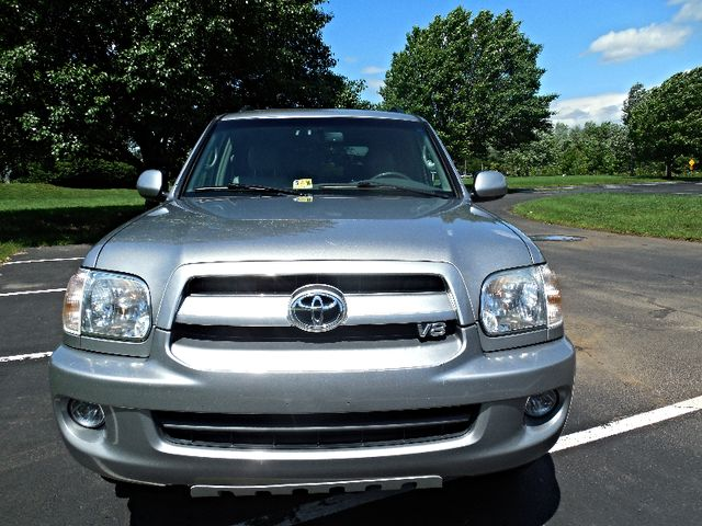 2007 Toyota Sequoia FULLY LOADED WITH LEATHER AND ROOF Leesburg, Virginia 6