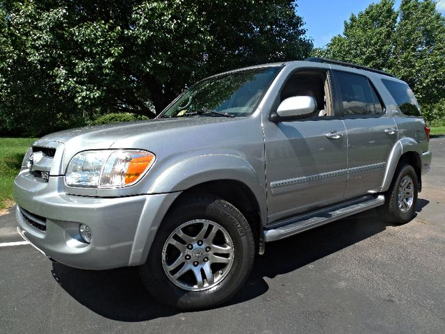 2007 Toyota Sequoia FULLY LOADED WITH LEATHER AND ROOF Leesburg, Virginia 1
