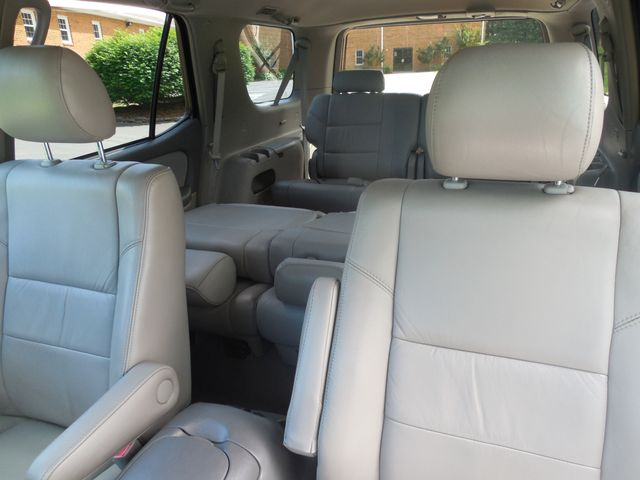 2007 Toyota Sequoia FULLY LOADED WITH LEATHER AND ROOF Leesburg, Virginia 8