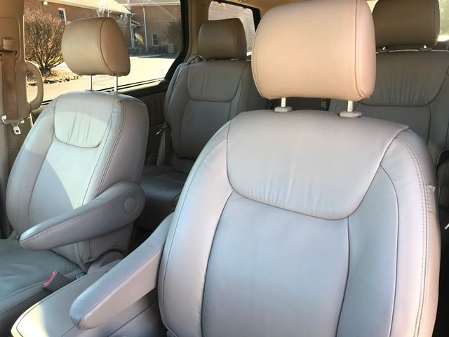 2007 Toyota Sienna XLE Ltd ALL WHEEL DRIVE W/NAVIGATION Leesburg, Virginia 8
