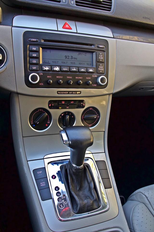 2007 Volkswagen PASSAT 2.0T WAGON ONLY 62K ORIGINAL MILES Woodland Hills, CA 14