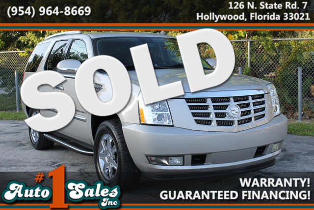 2008 Cadillac Escalade  WARRANTY CARFAX CERTIFIED AUTOCHECK CERTIFIED 1 OWNER 11 SERVICE REC