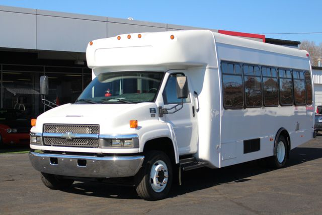 2008 Chevrolet C5500 Supreme SHUTTLE BUS - WHEELCHAIR LIFT! Mooresville , NC 20