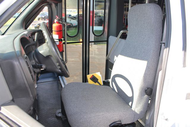 2008 Chevrolet C5500 Supreme SHUTTLE BUS - WHEELCHAIR LIFT! Mooresville , NC 10