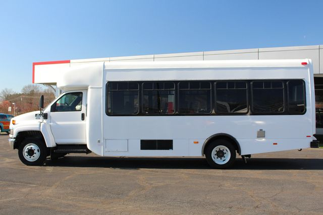 2008 Chevrolet C5500 Supreme SHUTTLE BUS - WHEELCHAIR LIFT! Mooresville , NC 15