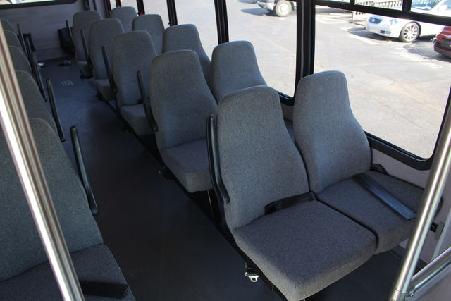 2008 Chevrolet C5500 Supreme SHUTTLE BUS - WHEELCHAIR LIFT! Mooresville , NC 36