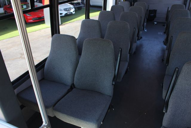 2008 Chevrolet C5500 Supreme SHUTTLE BUS - WHEELCHAIR LIFT! Mooresville , NC 37