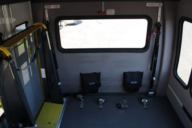 2008 Chevrolet C5500 Supreme SHUTTLE BUS - WHEELCHAIR LIFT! Mooresville , NC 39