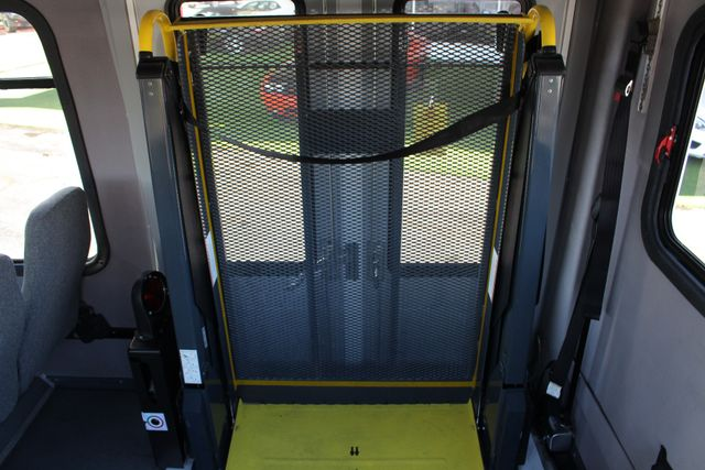 2008 Chevrolet C5500 Supreme SHUTTLE BUS - WHEELCHAIR LIFT! Mooresville , NC 38